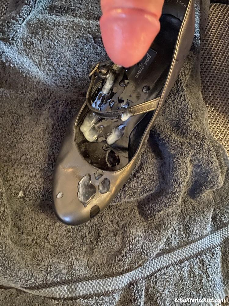Schuhe meiner Frau Vollgesaut - Stiefel und Fuß Fetisch Fotos