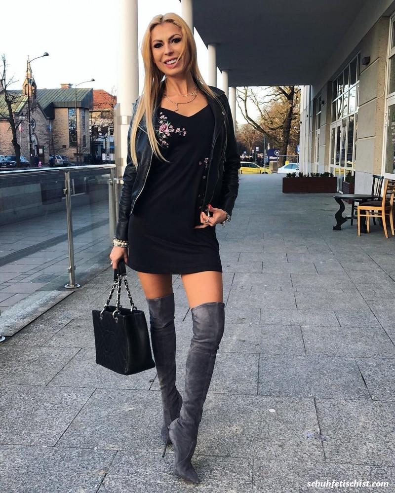 Milf in Boots - Stiefel und Fuß Fetisch Fotos