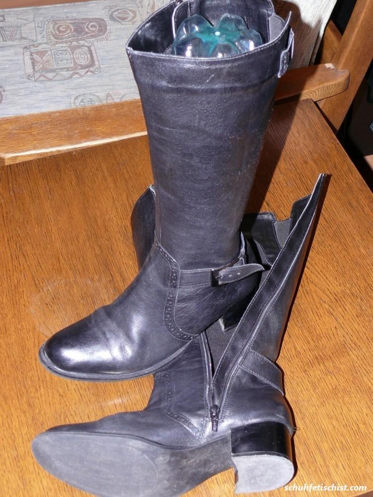 Stiefel meiner Mutter besamt - Stiefel und Fuß Fetisch Fotos