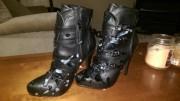 Männer wichsen auf Frauen Schuhe - Stiefel und Fuß Fetisch